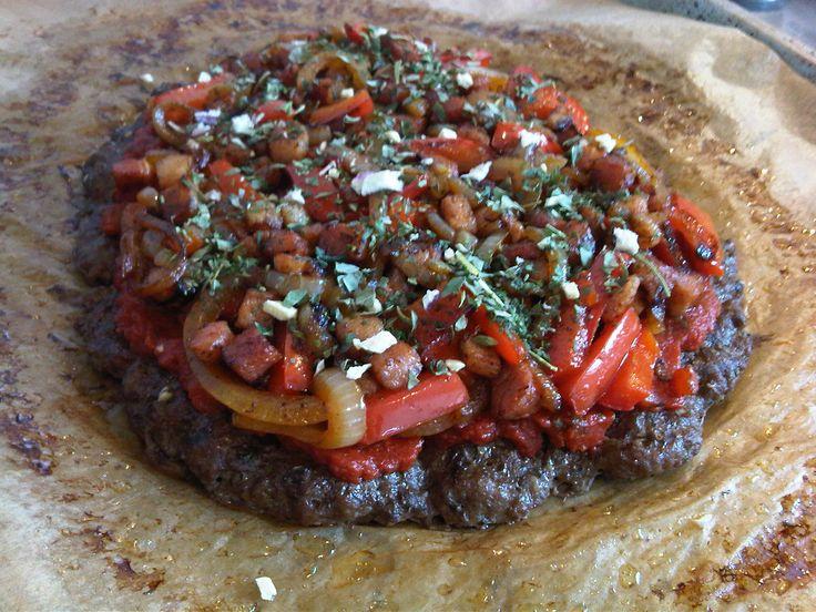 In verschillende paleo kookboeken had ik al recepten gezien voor een 'Meatza'. Zag er lekker uit; pizza maar dan met vlees als bodem. Ik hou van vlees. Lekker.. Omdat ik me af had lopen vragen…