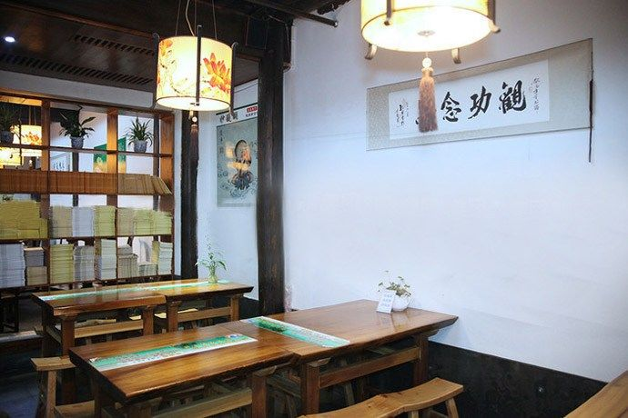Vegetarians'choice: Miao Ti Hu (妙醍醐)serves vegetarian buffet at a reasonable price.                                                 Address: No. 108 Dadou Rd