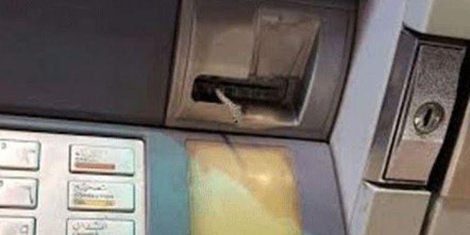 #HeyUnik  Hii Ngeri....Mau Ambil Duit, Pria ini Malah Dapat Ular dari ATM #Ekonomi #Hewan #Unik #YangUnikEmangAsyik