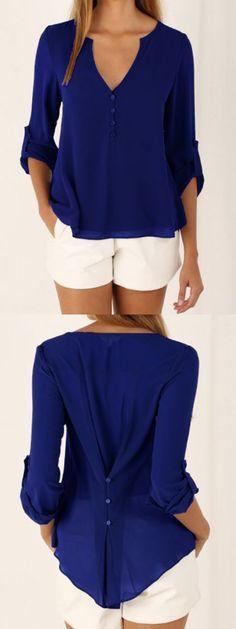Blusa manga larga azul real cuello en V con detalles de botones en la espalda Más