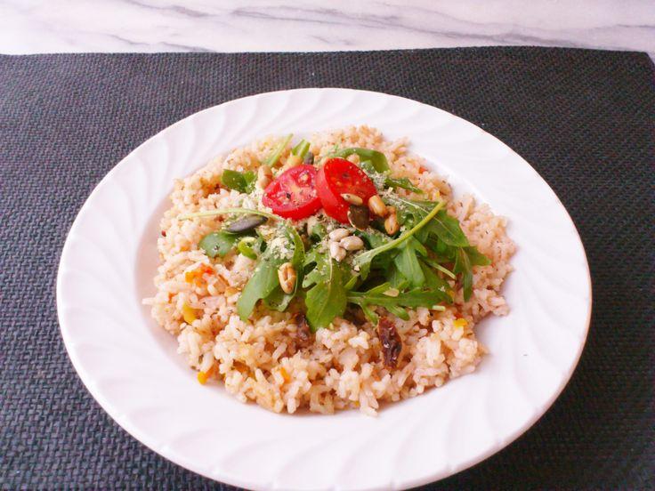Homemade veggie garlic rice w/ arugula, mixed kernels, nutritional yeast flakes! #vegan #organic #glutenfree #nutrition #healthyeating #food