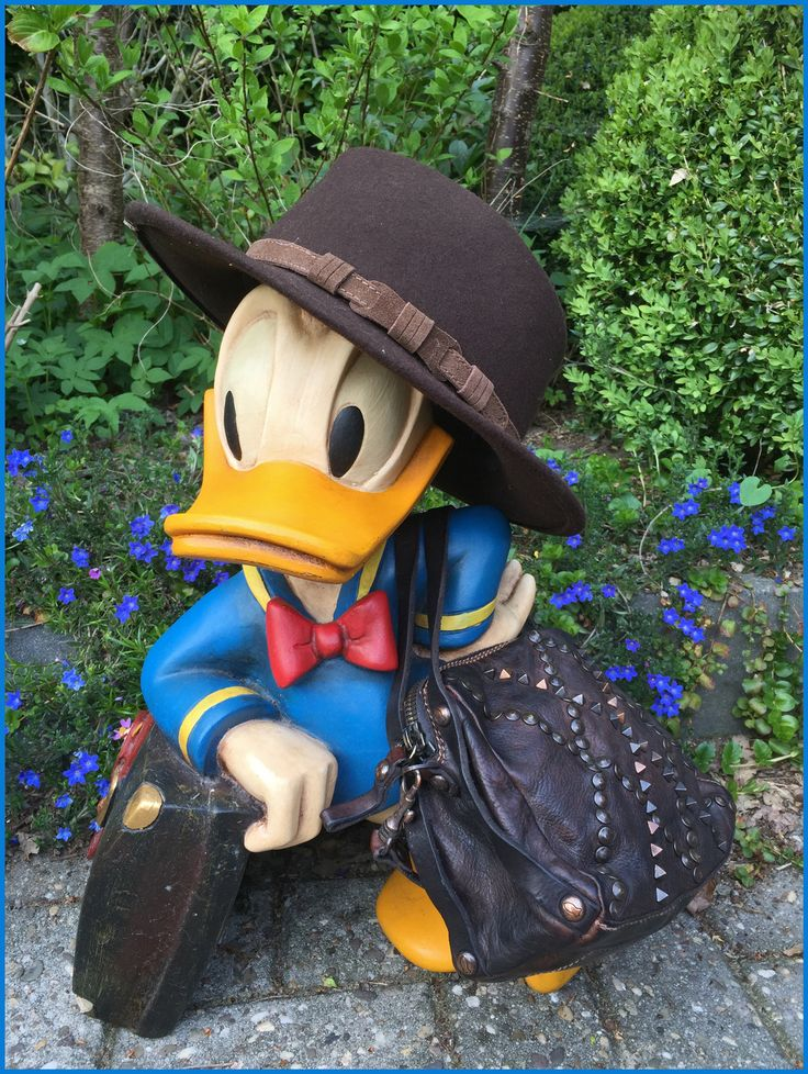 I always knew that Donald was fashionable! Donald D, NOT Donald T. ;) Carlala Fashion hat and Campomaggi bag! Also for men.
