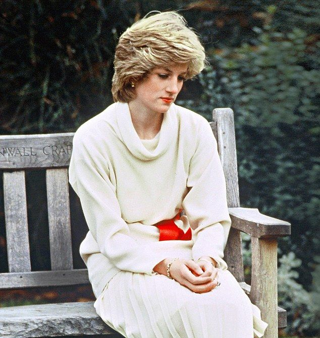 Diana's tapes reveal her first suicide bid while pregnant   Daily Mail Online
