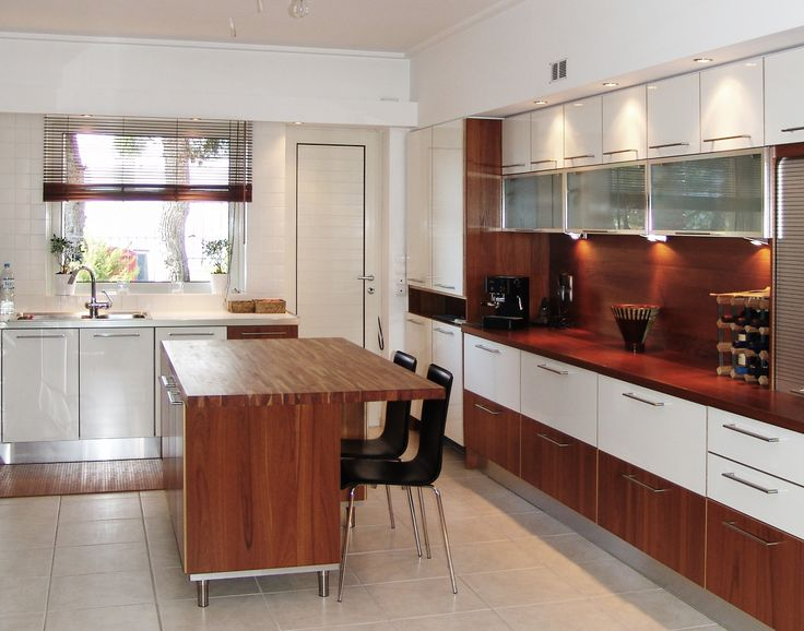 MInimal Kitchen Design by AkPraxis. Inpired mix of white lacquer, oak and glass.