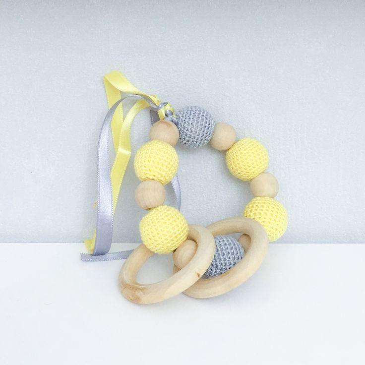 Hochet, anneau de dentition en bois et coton, modèle jaune et gris : Puériculture par ideecreation