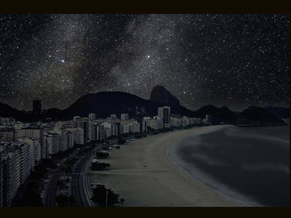 Rio de Janeiro, da série Darkened Cities, por Thierry Cohen (Cidade sem a poluição das luzes artificiais)
