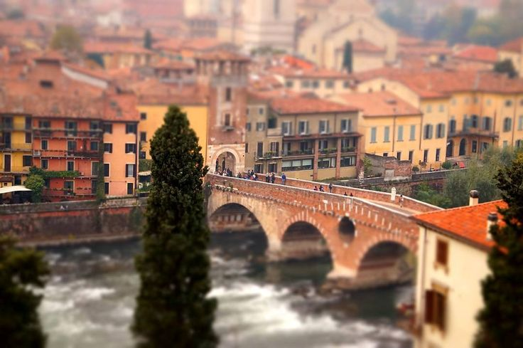 Tiny Verona . More on my website keinsinn.de . . #verona #italy #italia #bridge #miniature #effect #vacation #citylife #hiking #travel #wanderlust #bridge #adventure #photographer #potd #pictureoftheday #photooftheday #awesome #art #sonyalpha #sonyalpha5000 #sel55210 #keinsinn