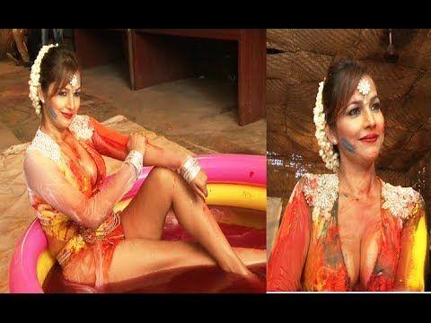 Tanisha Singh's MOST WILDEST HOLI celebration ever.