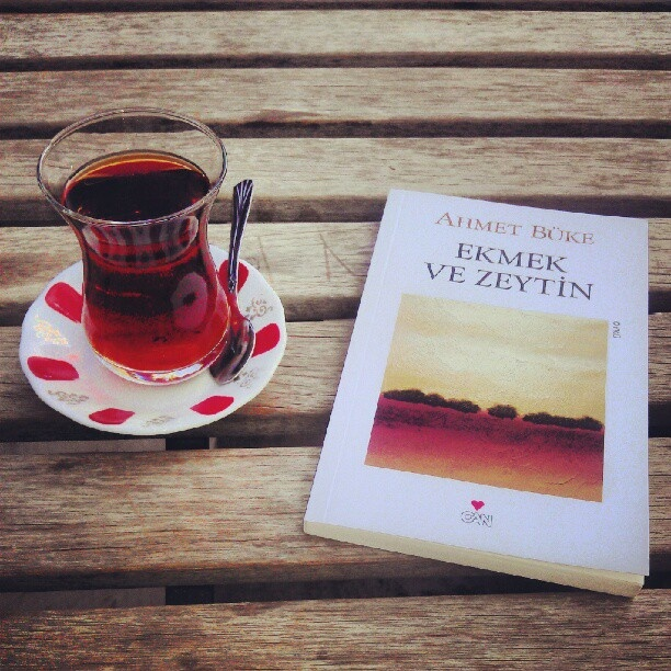 Çay ve kitap.