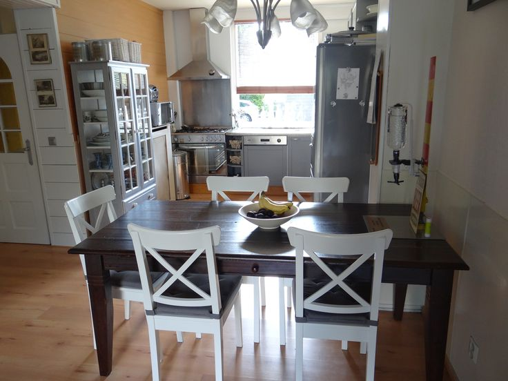 17 beste idee n over oude tafels op pinterest tuinieren upcyclebare meubelen en opnieuw inrichten - Oude tafel en moderne stoelen ...