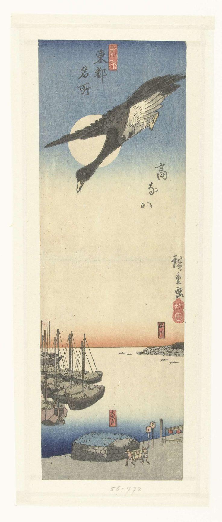 Hiroshige (I) , Utagawa | Takanawa, Hiroshige (I) , Utagawa, Murata Heiemon, 1833 - 1837 | Gans in duikvlucht bij volle maan boven de baai van Takanawa; voor anker liggende schepen  in de haven en een draagstoel op de kade. Op de achtergrond het dorp Shinagawa.