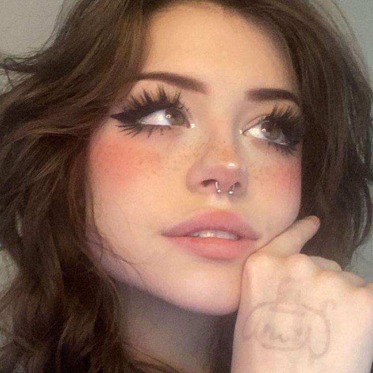 Cute Makeup Looks, Makeup Eye Looks, Eye Makeup Art, Pretty Makeup, Beauty Makeup, Doll Eye Makeup, Eyeliner Looks, Fairy Makeup, Indie Makeup