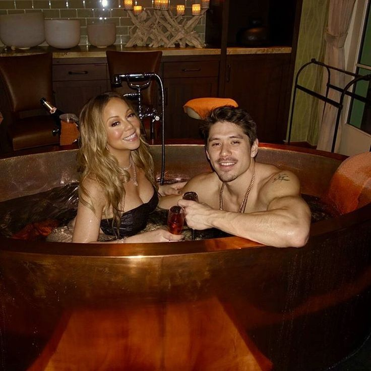 Mariah Carey gets close to boyfriend Bryan Tanaka on Valentine's Day  Mariah Carey got close to boyfriend Bryan Tanaka while celebrating their first Valentine's Day as a couple on Tuesday.  #MariahsWorld #MariahCarey #HowardStern #NickCannon #JamesPacker @MariahsWorld
