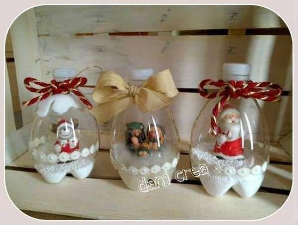 Boules à neige avec des bouteilles en plastique - 13 idées de décorations pour Noël DIY avec des bouteilles en plastique