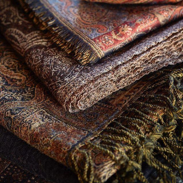 Nye pledd paisleymønstrede pledd i høstens farger. Flere størrelser og varianter. #slettvoll