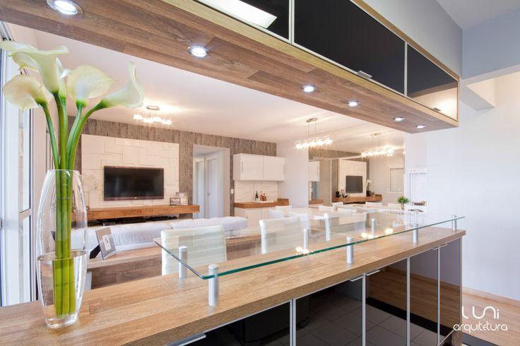 Cozinha Integrada para apartamento pequeno marcenaria laca cooktop 5e407cb1675b3