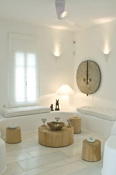 adore les assises faites en ciment ou pierre ... recouvert de peinture blanche !