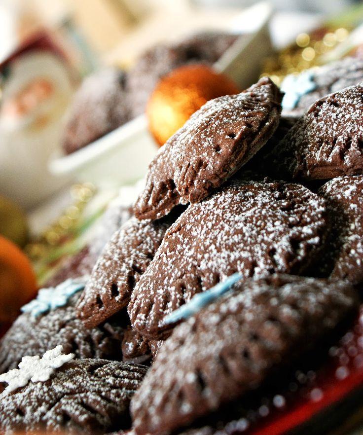 Czekoladowe ciasteczka z marcepanem http://iinspiracje-kulinarne.blogspot.com/2013/12/czekoladowe-ciasteczka-z-macrepanem.html?utm_source=BP_recent