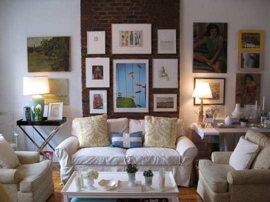Hanging artHouse Tours, First Apartments, Apartments Deco, Living Room, Cozy Home, Art Display, Tiny Apartments, Cozy Spaces, Gallery Wall