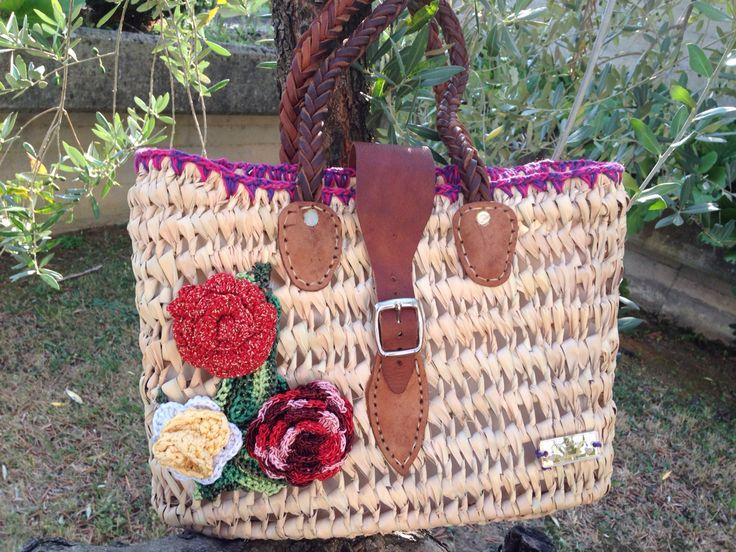 Borsa in paglia con fodera   abbellita da fiori all uncinetto  Possibilità di averla in diversi colori Per info  Creodisegnoeeicamo@gmail.com