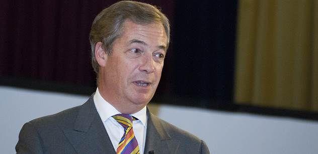 Europoslanec Nigel Farage se pořádně rozjel v Evropském parlamentu. Tématem byl George Soros a jeho vliv v Bruselu. Farage za šumu a projevů nesouhlasu v sále vyslovil názor, že možná sledujeme největší mezinárodní politické spiknutí v dějinách. Následně upozornil, že v europarlamentu působí více než 200 poslanců, které Sorosova neziskovka považuje za oddané spojence, a dokonce se tím suverénně veřejně chlubí.