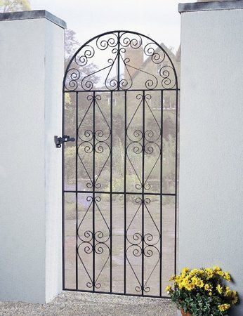 The Stirling wrought iron side gate features many decorative scroll details resulting in a high decorative appearance that is ever popular with homeowners seeking a classic look.