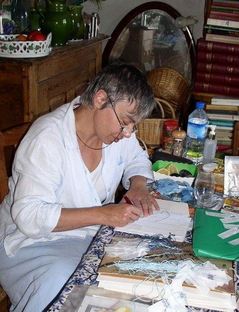 Marie-Thérèse SAINT-AUBIN : une créatrice de broderies d'exception..........