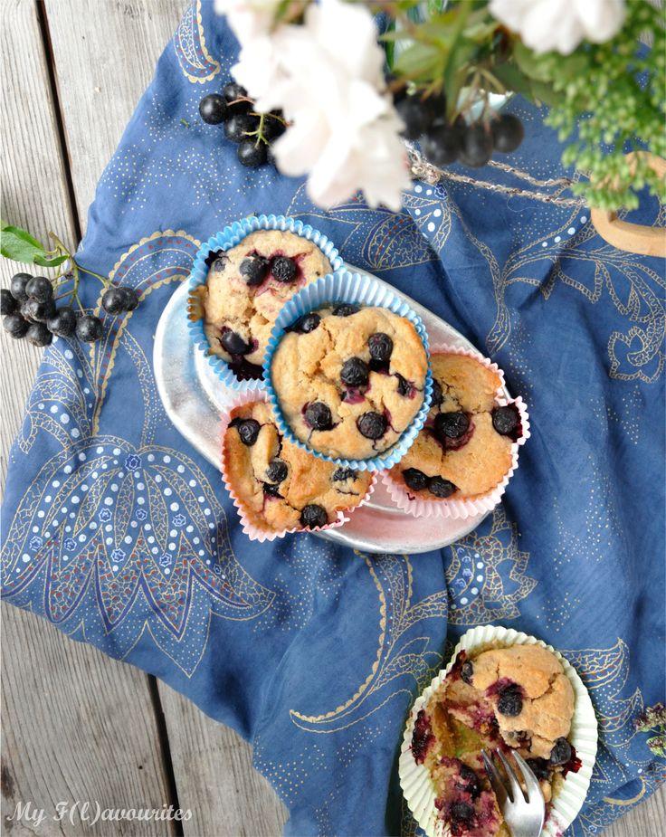 Aronia Vollkorn-Muffins ohne Eier und raffiniertem Zucker - Achtung, Superbeere im Anmarsch! Alles über die Aroniabeere und das Rezept für die gesunden Muffins findet ihr auf meinem Blog. ;)