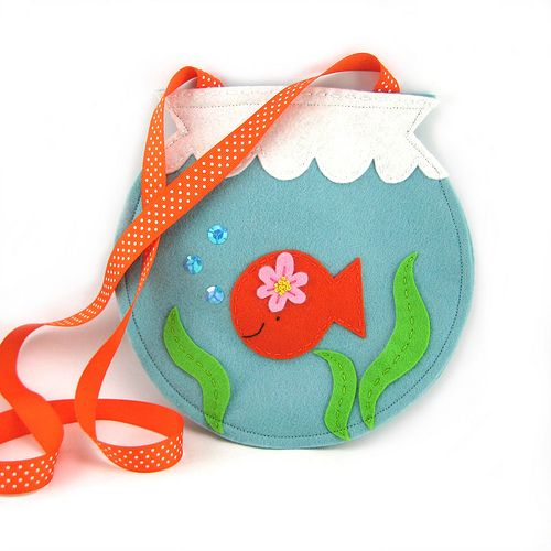 Felt Fishy Bag (front) - just a photo but I love the idea & could easily make this for Talia!