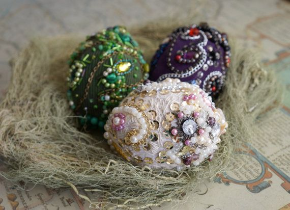 Bead embroidered dragon eggs. Different Easter eggs por LellecoShop