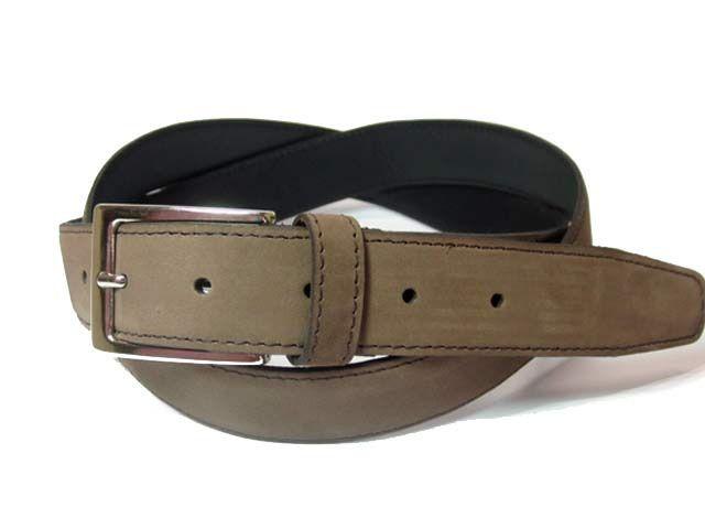 Elegante #Cinturón #Piel  marrón con acabado #Nobuck. Hecho a mano con #Piel de primera calidad. De 3cm de ancho para usar con traje o pantalón de vestir. Cómpralo en www.manosesmas.com.