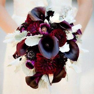 Luxuriös, außergewöhnlich und elegant: Brautstrauß mit dunkelroten Calla-Lilien und Dahlien