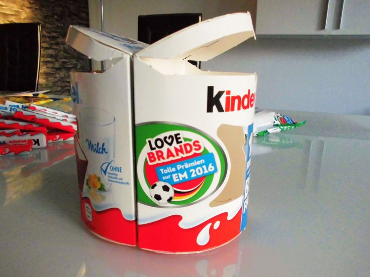 Stick the Big Packs together and create the foundation for the Kinderriegel cake