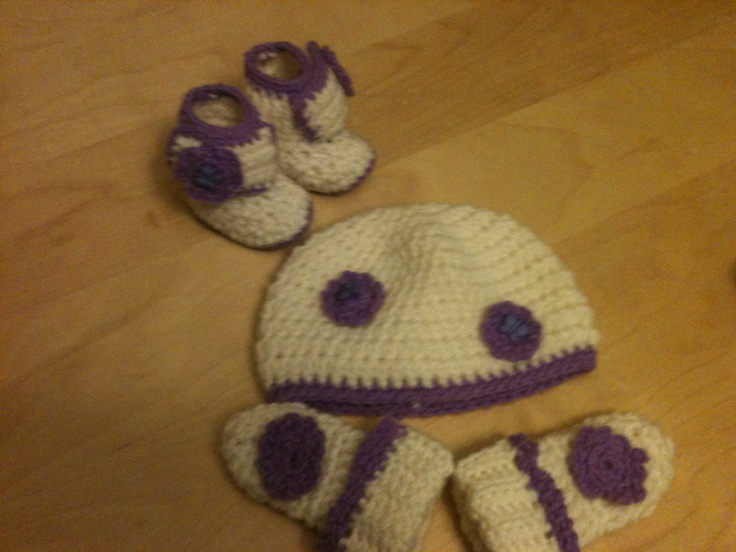 Baby hat, mitts and boots!