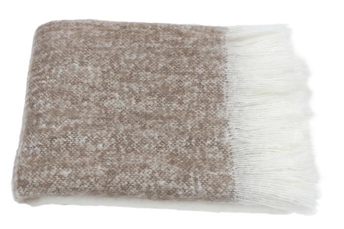 MrsBLOOM: Knitted Throw off white/brown 130x170 Materiaal: acryl maar voelt aan als mohair.  Prijs € 42,50
