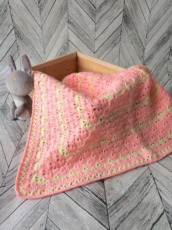 Baby girl crochet blanket Pram crochet blanket Car seat blanket New baby crochet Blanket New baby gift Handmade blanket Pink shells blanket