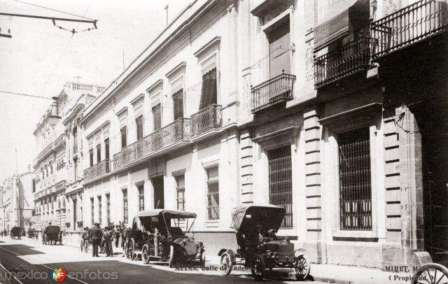 Casa de Porfirio Díaz, en la Calle Cadena. Ciudad de México (foto Miret, c. 1908).