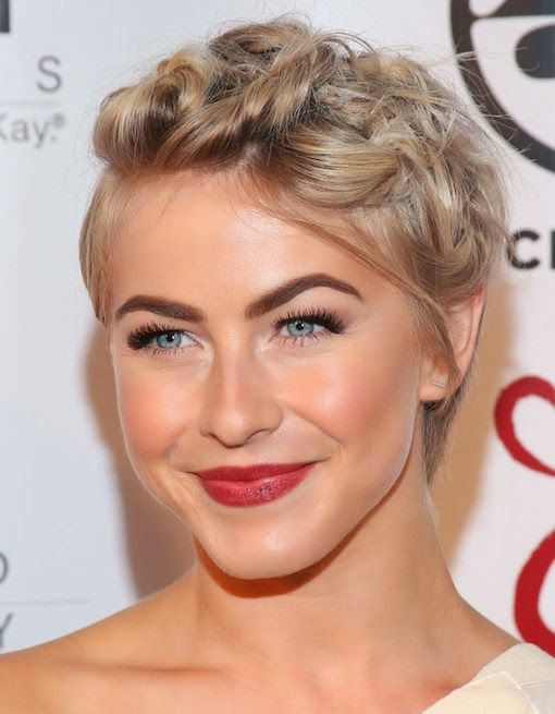 PROVING YOU CAN BE CLEVER WITH ANY LENGTH HAIR… Julianne Hough shows how you 'twist' style even the shortest pixie short crop! How did she do it? It's quite simple, really. A few locks of her hair in the front were twisted and pinned back into interesting shapes. The secret to pinning like this? Sliding …