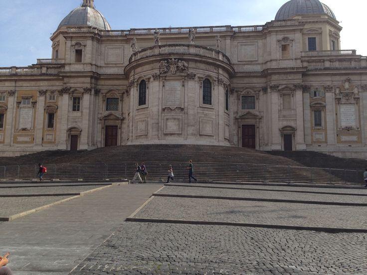 Dinsdag 6 oktober De achterkant van de Santa Maria Maggiore, de kerk staat gebouwd op de heuvel Esquilijn dit is een van de 7 heuvels in Rome.