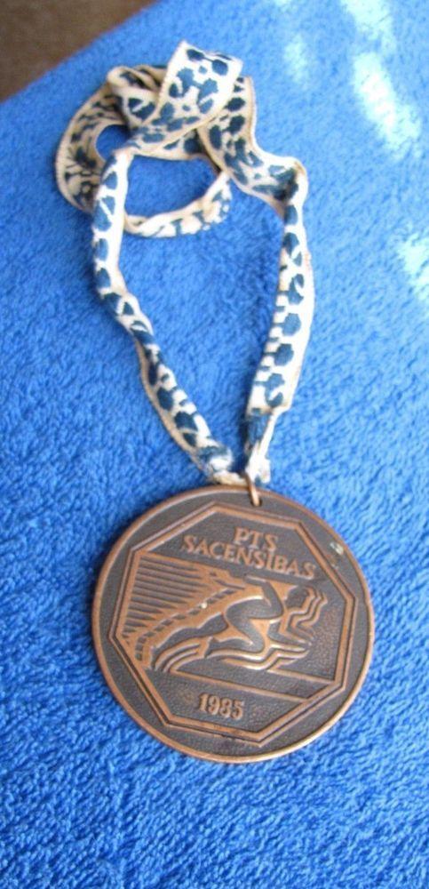 USSR latvia lettland badge pin Medal 1985 Running run sports Riga sport school