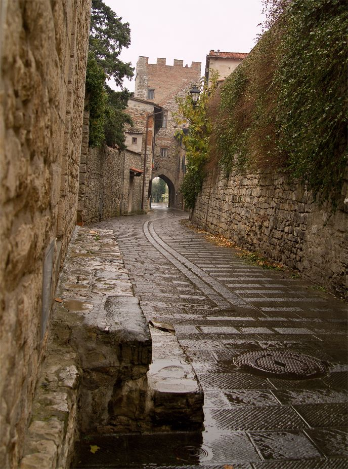 Headquarter in the Calenzano medieval town #toscana #firenze #calenzano #castello #borgomedievale #mura #tuscany #castle