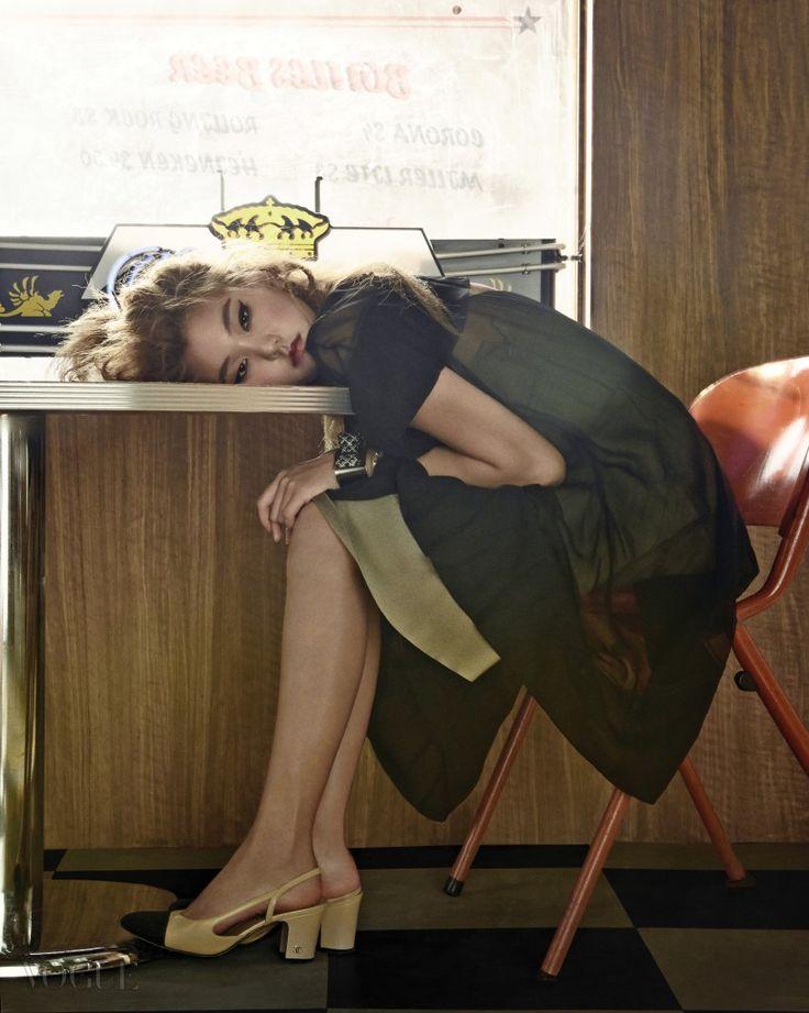 KOREAN MODEL • Lee Ho Jeong by Yoo Young Gyu for Vogue Korea Aug...