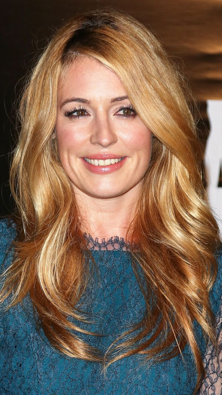 Cat Deeley With Naturally Thick Below-the-Shoulder Waves