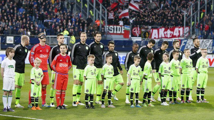 Ajax weer koploper na winst in Heerenveen   NOS