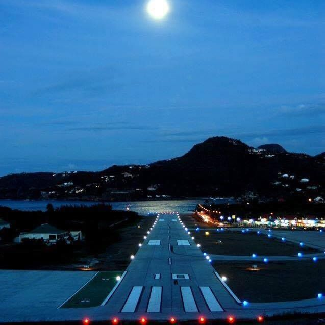 photo st barth airport by nigh picture by Philippe Mayet