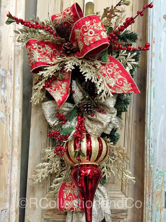 Best 25 christmas swags ideas on pinterest front door for Things to hang on front door