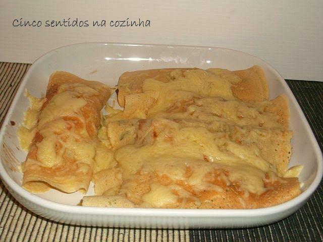 Cinco sentidos na cozinha: Crepes recheados com cogumelos, bacon e queijo - creme no forno