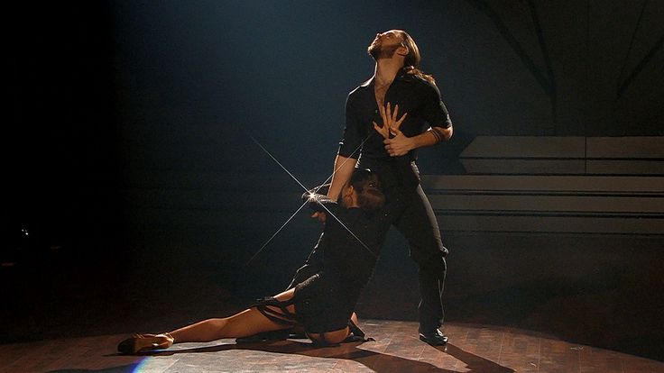 Gil Ofarims Tango bringt Motsi Mabuse ins Schwitzen - Let's Dance 2017 - Video