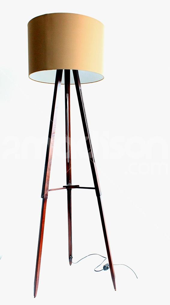 Minimalist floor lamp dengan desain stylish koleksi Madison ini cocok mempermanis pojok ruangan sekaligus mempertegas kesan neat seketika. Designer : Madison Collection : The Soho Series
