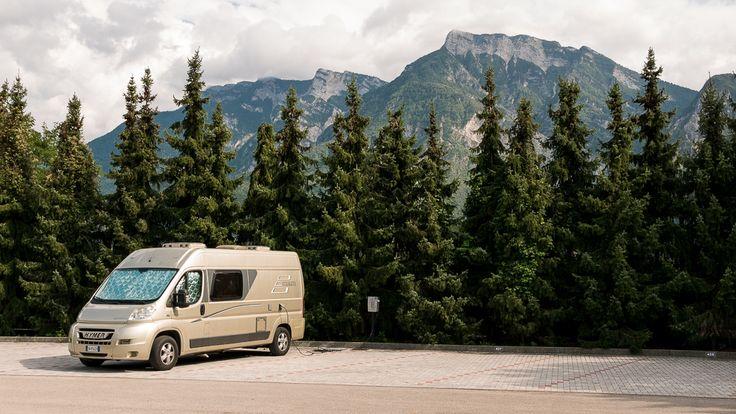 Heb in Trentino ook heel wat buscampers zien rijden en staan. Razend populair reis- en verblijfsvoertuig! #vivakamperen #kamperen #kampeerplatform #camping #caravan #camper #kampeerauto #tent #willemlaros #kampeerblogger #italië #visittrentino #livelovevalsugana #alpecimbra #levicoterme #folgaria @trentino